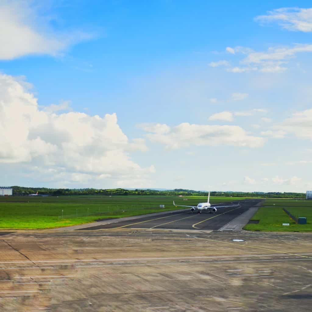 Ireland - Shannon - Plane Tarmac Shannon Airport