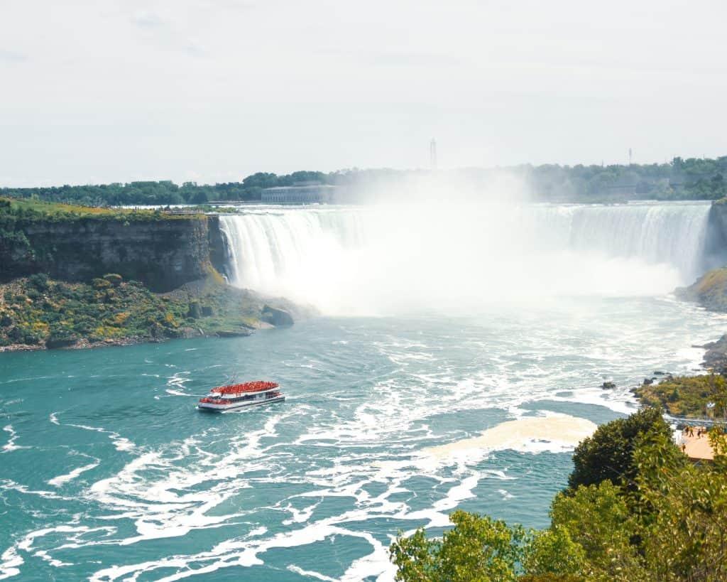 Canada - Niagara Falls - Canadian Falls with Tour Boat
