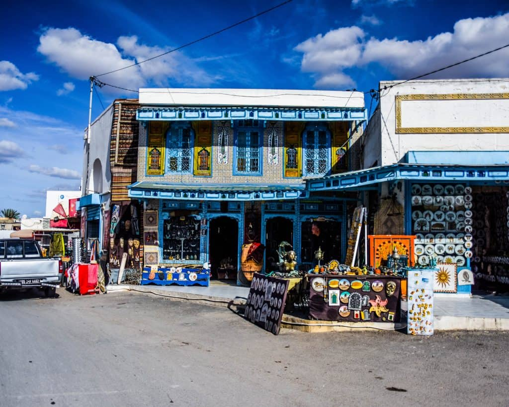 The market outside of the amphitheater of El Jem - Photographs of Tunisia Historical Sites
