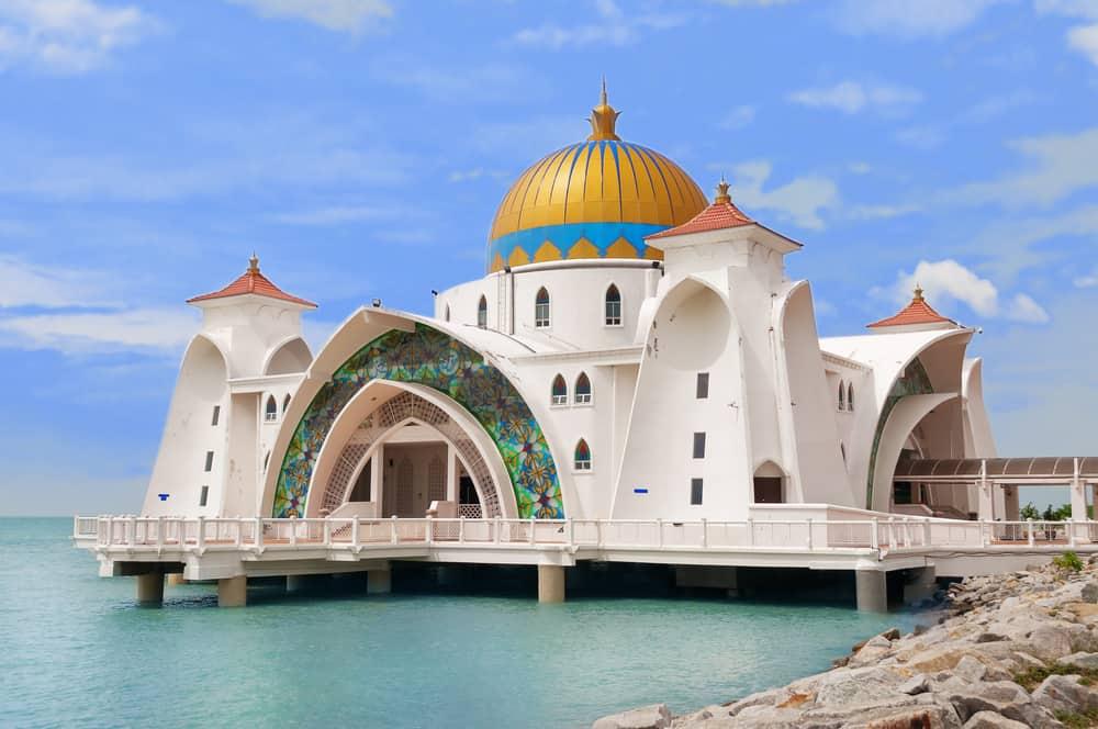Malacca Straits Mosque ( Masjid Selat Melaka) It is a mosque located on the man-made Malacca Island near Malacca Town. Malaysia