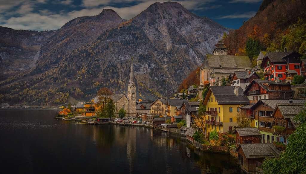 Austria - Hallstatt - Pixabay or Canva