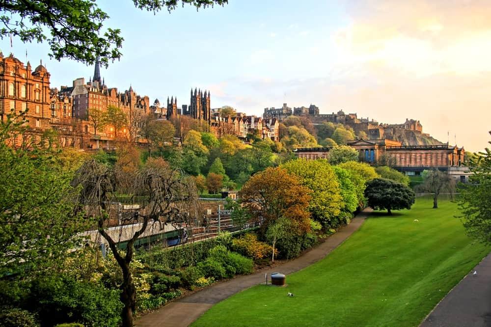 UK - Scotland - View of old Edinburgh, Scotland at sunset from Princes Street Gardens - Image