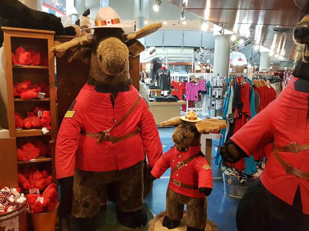 Canada - Toronto - Souvenir Store at the CN Tower