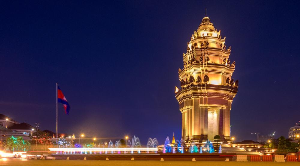 Cambodia - Phnom Penh - The Cambodia Independence Monument in Phnom Penh at night