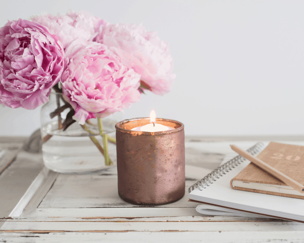 A scented candle makes the perfect romantic souvenir for her!