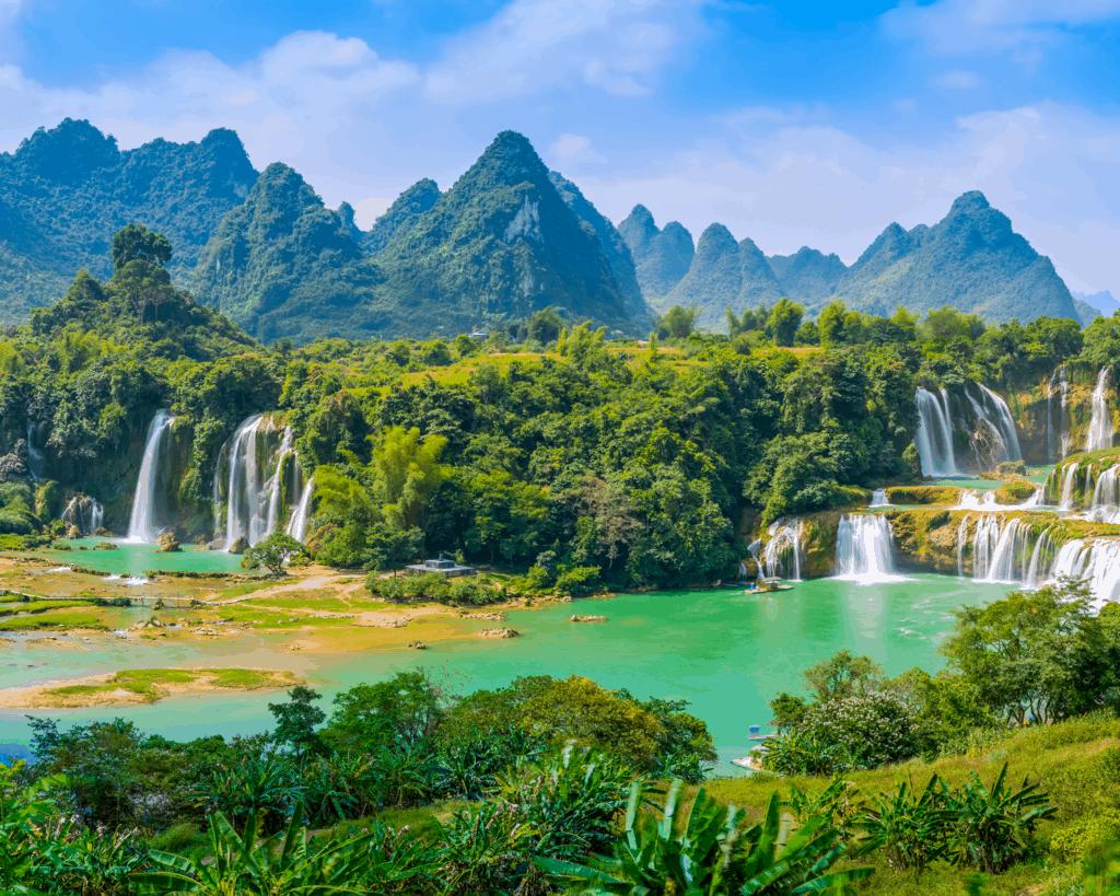 China - Waterfalls - Canva