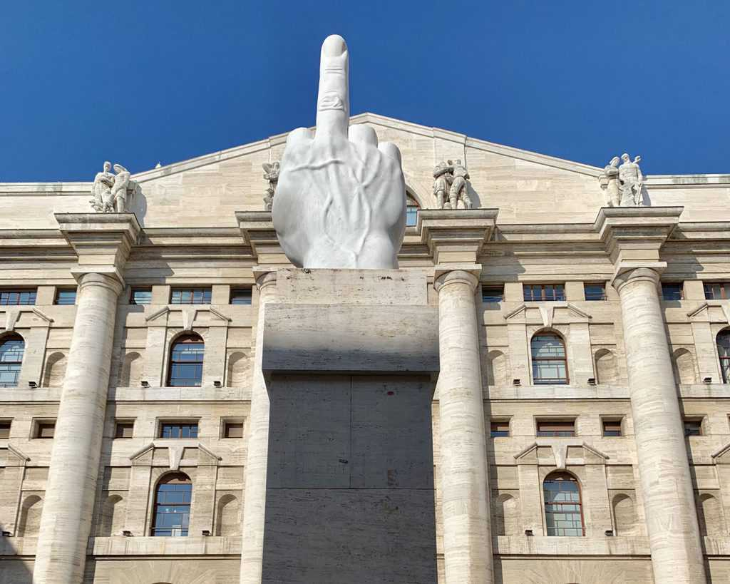 L.O.V.E._sculpture_by_Maurizio_Cattelan_in_front_of_Milan_Stock_Exchange