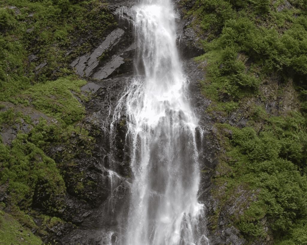 USA - Bridal Veil Falls (Alaska)