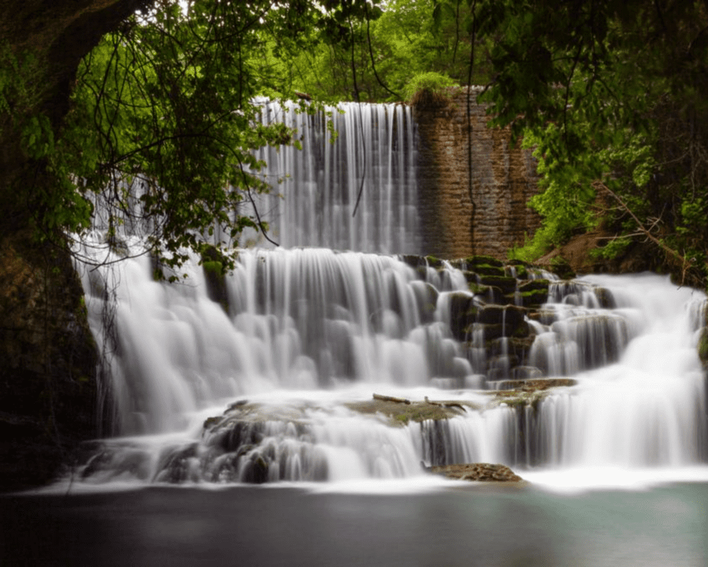USA - Mirror Lake Waterfall (Arkansas)