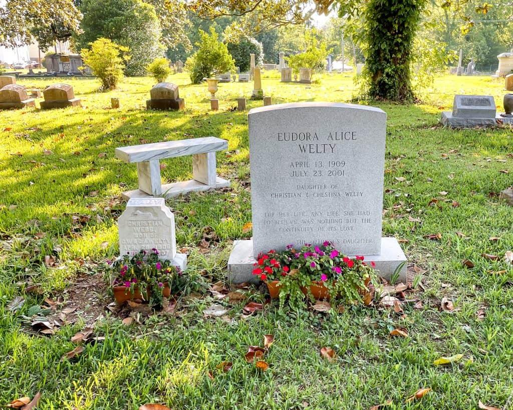 Mississippi - Jackson - Greenwood Cemetery - Eudora Welty Grave
