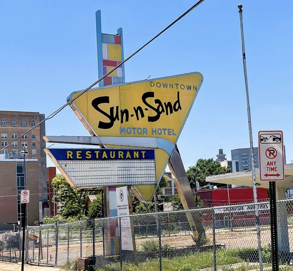 Mississippi - Jackson - Sun-n-Sand Motor Hotel Sign